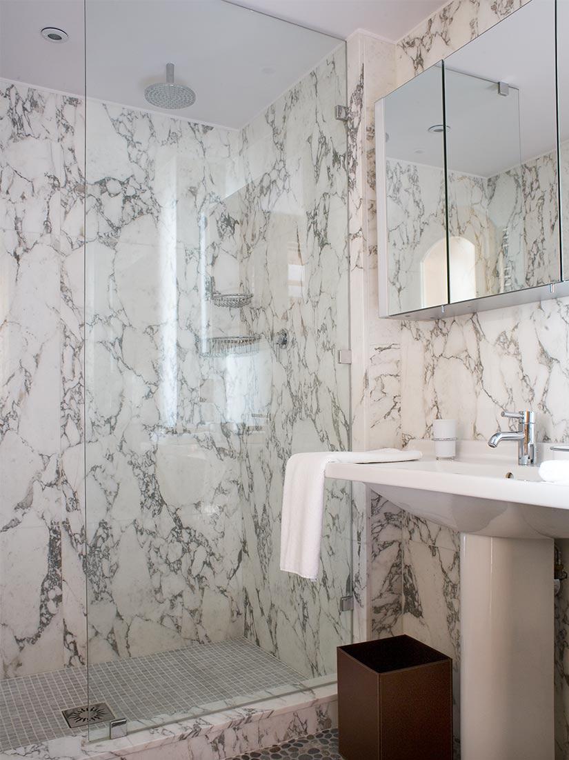 Marble bathroom Ski Chalet